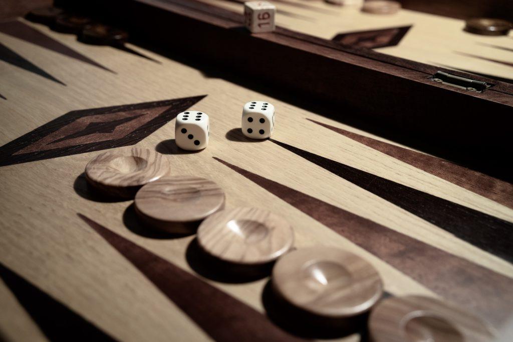 backgammon board checkers