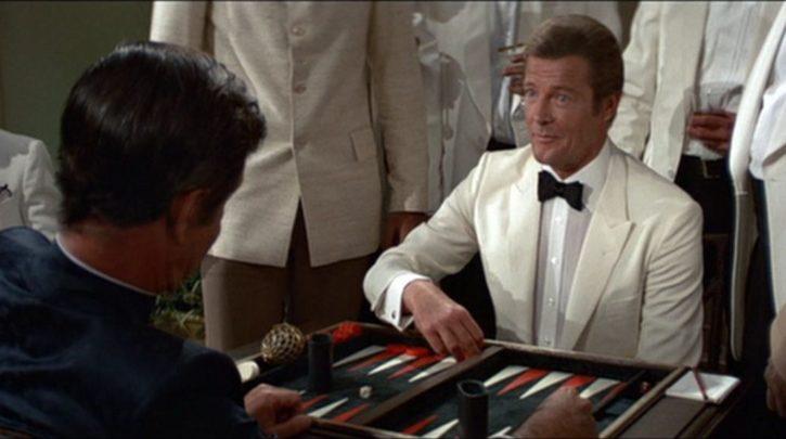 Roger-Moore-Octopussy-backgammon